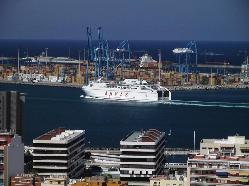 Fähre im Hafen von Las Palmas