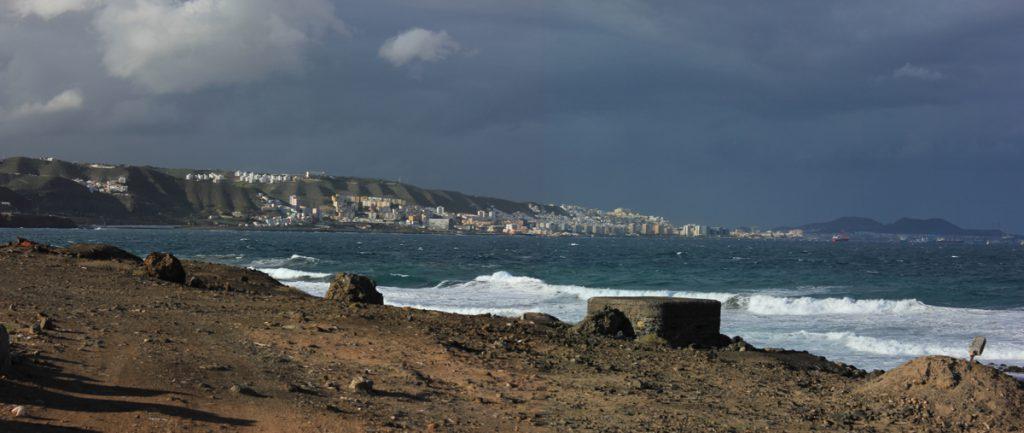 Strand von Jinamar mit Blick auf Las Palmas de Gran Canaria
