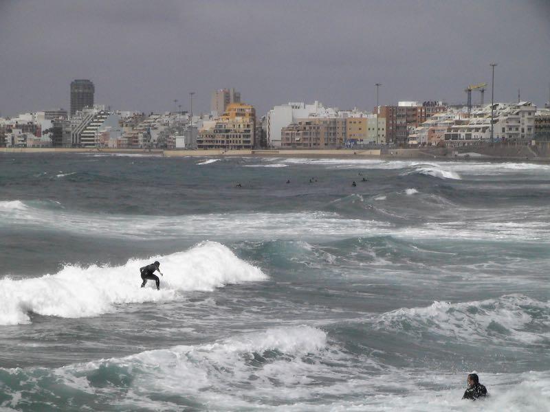 Surfer am Strand von Las Canteras