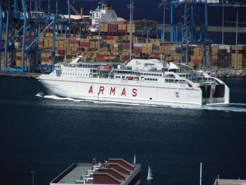 Fährschiff von Armas im Hafen von Las Palmas de Gran Canaria