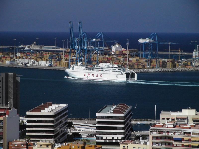 Fähre der Linie Armas im Hafen von Las Palmas